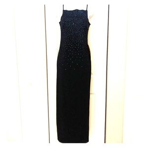 Dresses & Skirts - NWT Formal Gown size 7/8